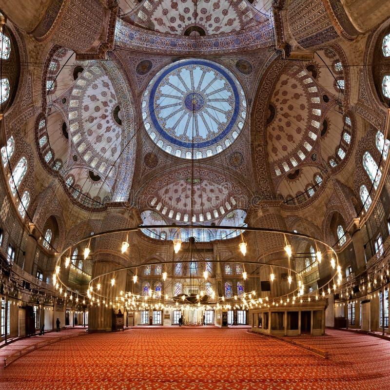Innenraum der Sultanahmet Moschee in Istanbul stockfotografie