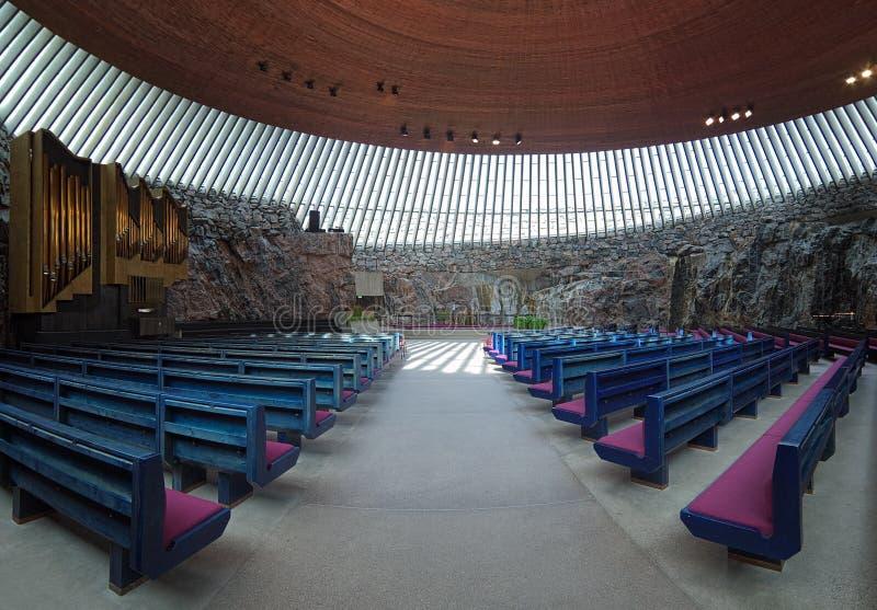 Innenraum der Temppeliaukio Kirche in Helsinki stockfotos