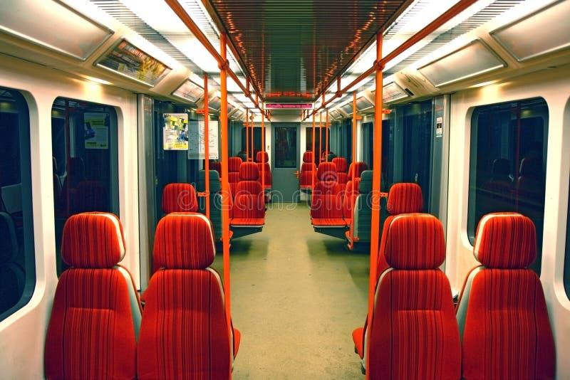 Innenraum der Untergrundbahn stockbild