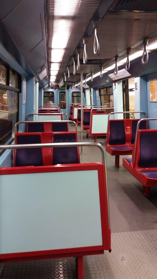 Innenraum der Untergrundbahn stockfotos