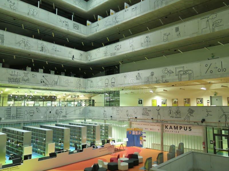 Innenraum der Zustands-Fachbibliothek in Prag (die Tschechische Republik) lizenzfreie stockfotos