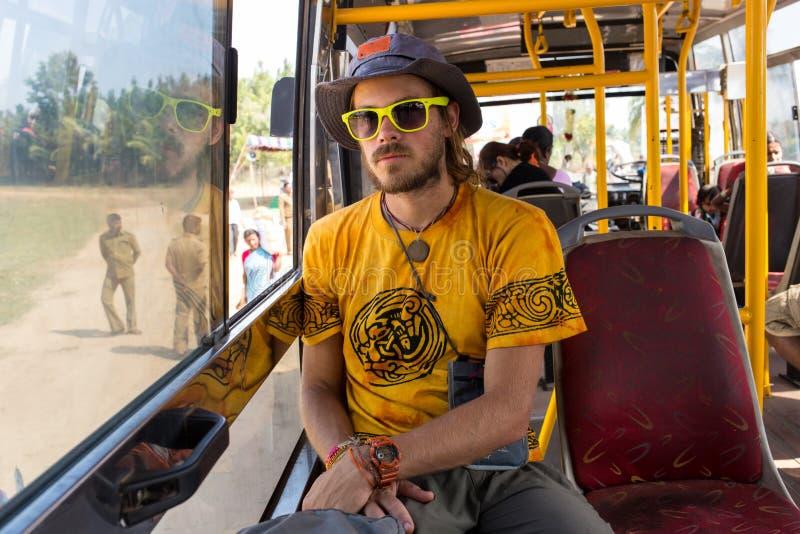 Innenraum des Busses mit Passagieren lizenzfreie stockfotografie