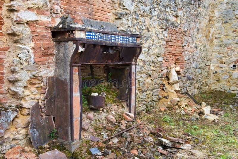 Defektes Haus in Oradour sur Glane stockbilder