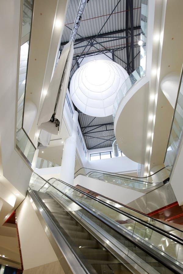 Innenraum des Einkaufszentrums lizenzfreie stockfotos