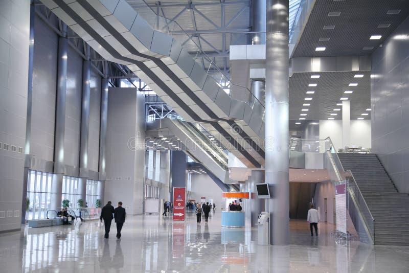Innenraum des Geschäftszentrums stockbild