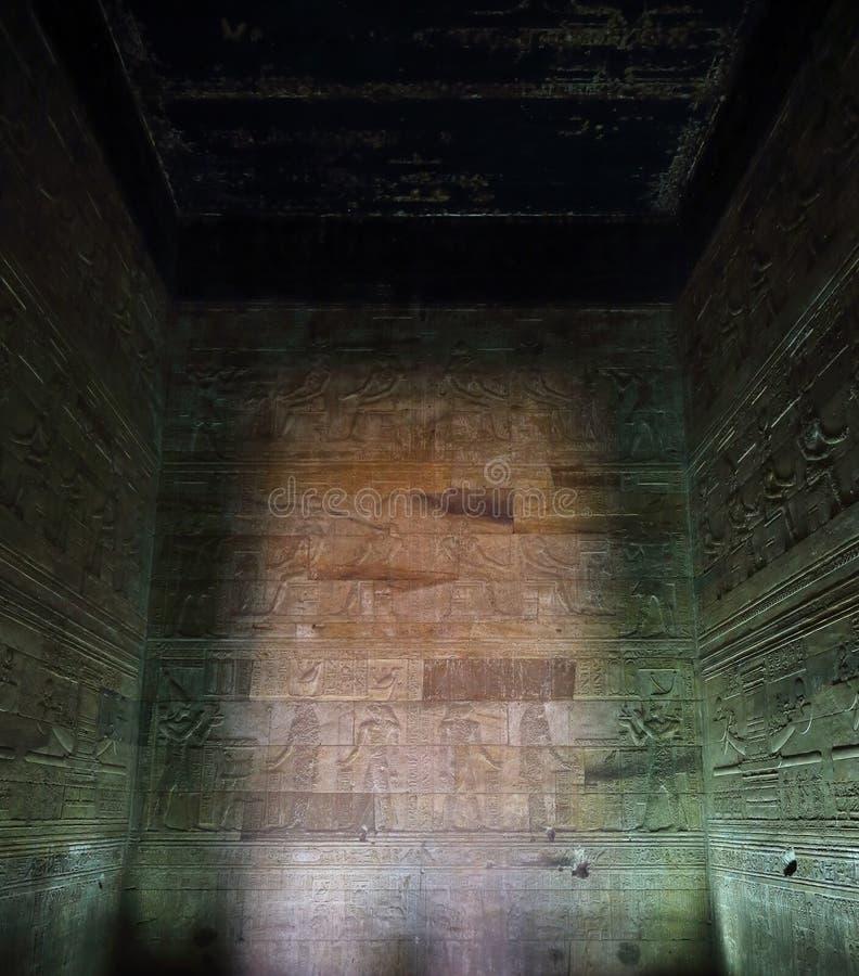Innenraum des Grabs in Ägypten stockfotos