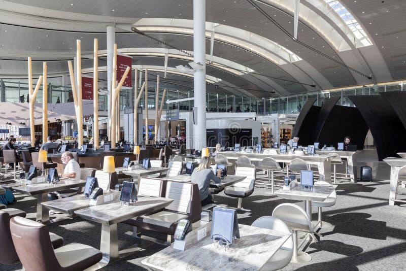 Innenraum des internationalen Flughafens Torontos lizenzfreie stockbilder