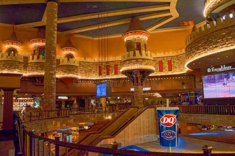 Innenraum des Kasinos ist innerhalb der Spieltische, Spielautomaten, Roulette stockbilder