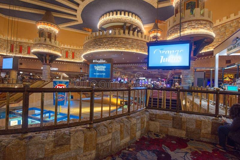 Innenraum des Kasinos ist innerhalb der Spieltische, Spielautomaten, Roulette stockfotos