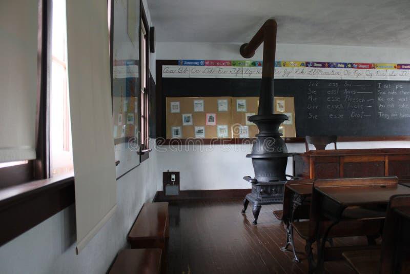 Innenraum des Klassenzimmers der amischen Schule lizenzfreie stockbilder