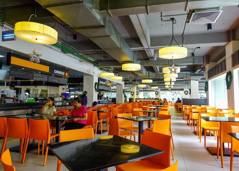 Innenraum des modernen Restaurants stockfoto