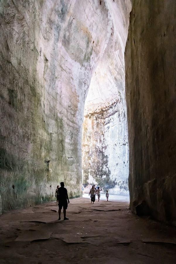 Innenraum des Ohrs von Dionysius-Höhle im archäologischen Park in Syrakus stockfoto