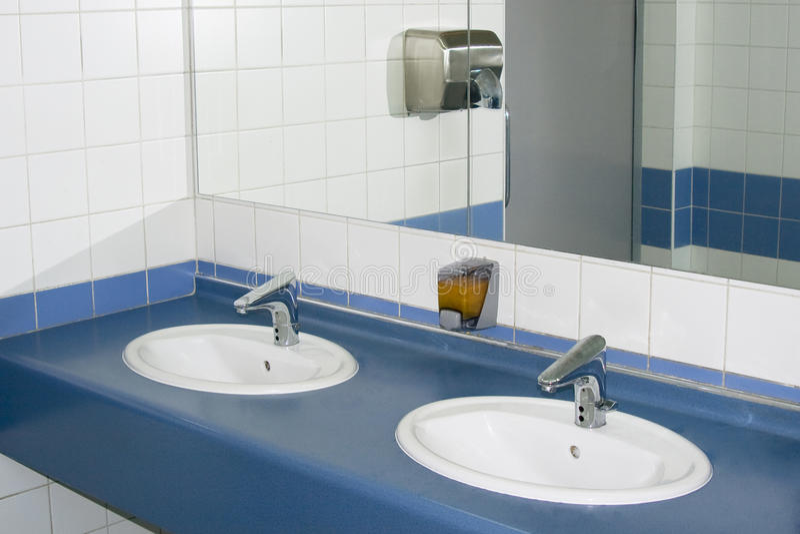 Innenraum des privaten Restroom stockfoto