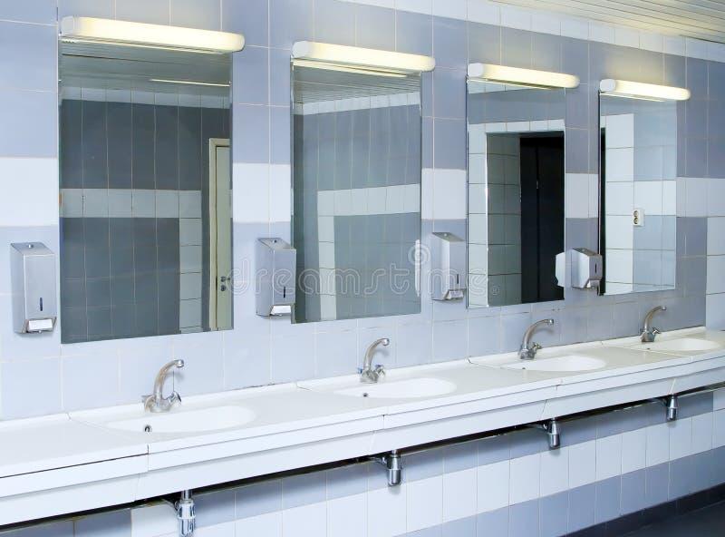 Innenraum des privaten Restroom lizenzfreies stockfoto