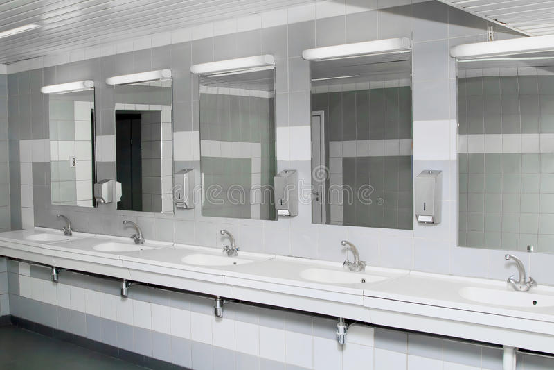 Innenraum des privaten Restroom lizenzfreies stockbild