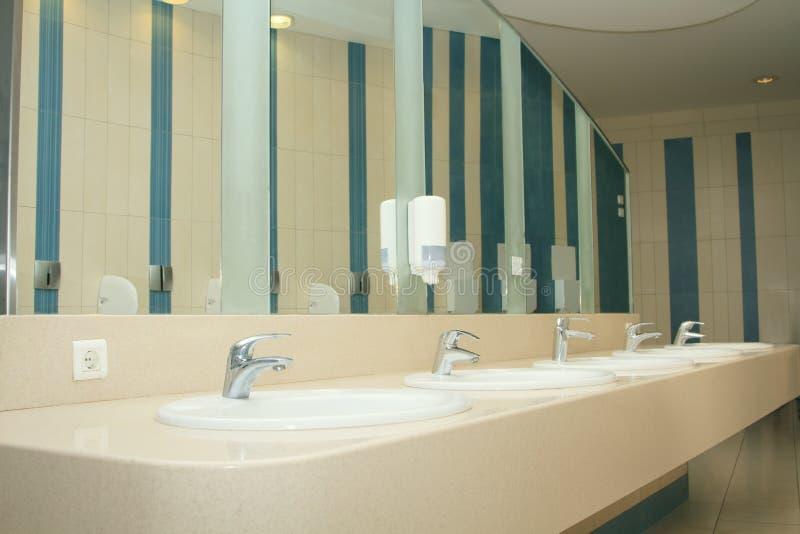 Innenraum des privaten Restroom stockfotos