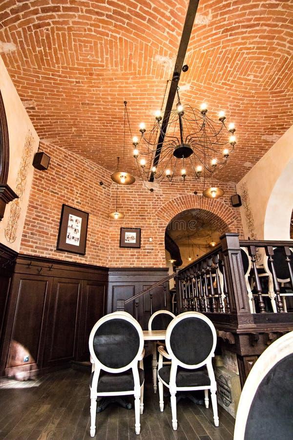 Innenraum des Restaurants, Café im alten Haus stockfotos