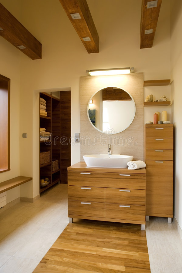 Innenraum des stilvollen modernen Badezimmers lizenzfreies stockfoto