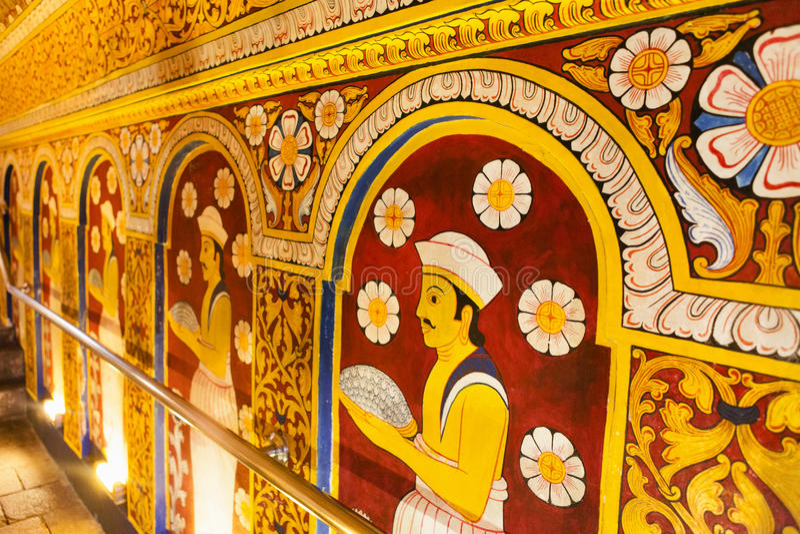 Innenraum des Tempels des heiligen Zahn-Relikts (Sri Dalada Maligwa) in Kandy - Sri Lanka lizenzfreie stockbilder