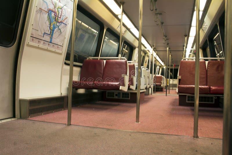 Innenraum des U-Bahnschienenfahrzeugs stockfoto