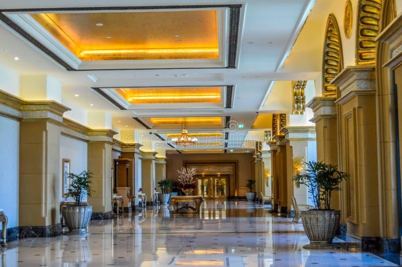 Innenraum des vorderen Hotels des majestätischen und prachtvollen Strandes bekannt als Emirat-Palast in Abu Dhabi UAE lizenzfreie stockbilder