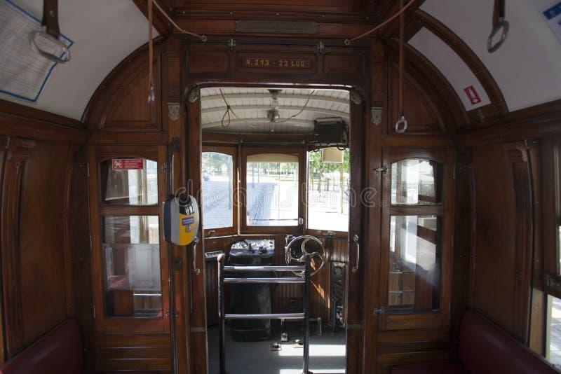 Innenraum einer alten /vintage-Tram in Porto - Portugal lizenzfreies stockbild