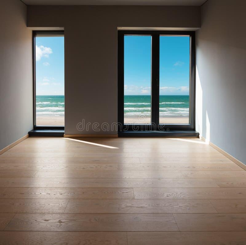 Innenraum einer modernen Wohnung, Raum mit Seeansicht stockbilder