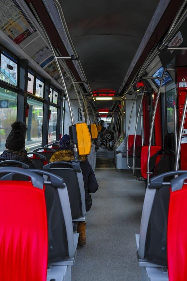 Innenraum einer Prag-Tram lizenzfreie stockfotos