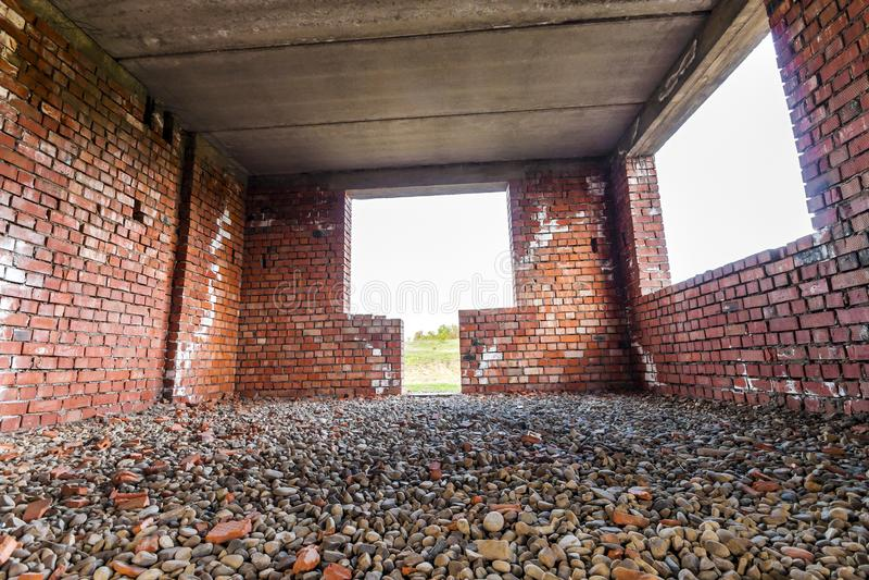 Innenraum eines Altbaus im Bau Orange Ziegelstein wal stockfotos