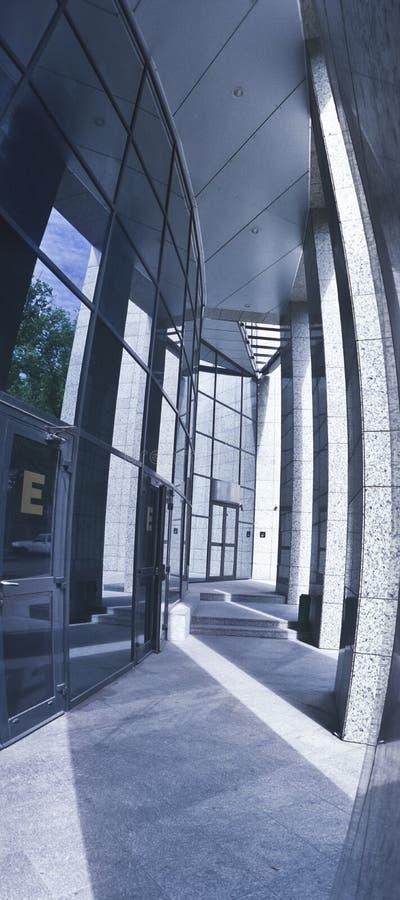 Innenraum eines Bürohauses lizenzfreie stockfotos