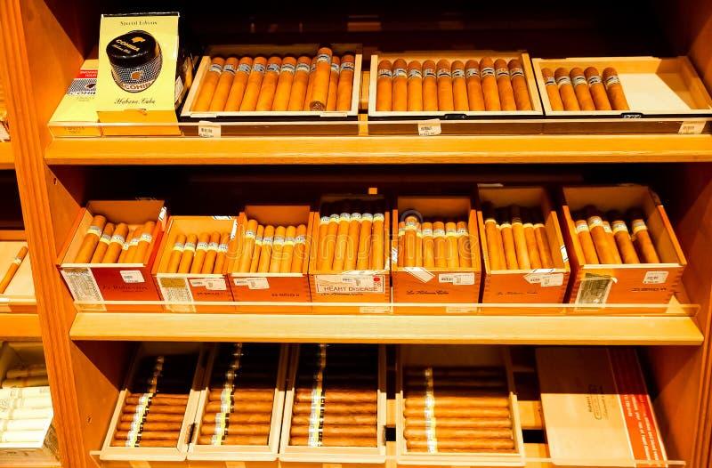Innenraum eines exklusiven Zigarren-Geschäftes lizenzfreie stockfotografie