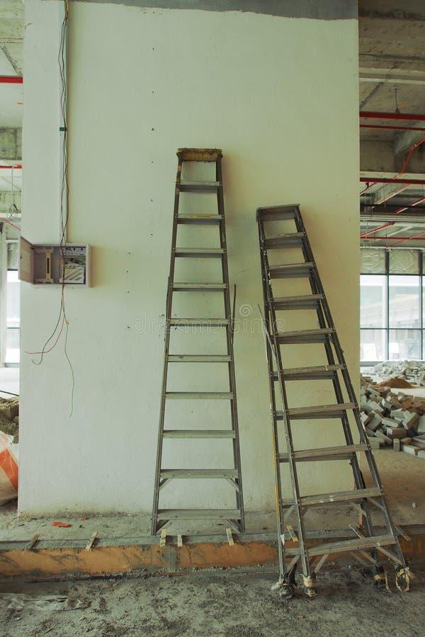 Innenraum eines Gebäudes unter Erneuerung an einer Baustelle lizenzfreies stockbild