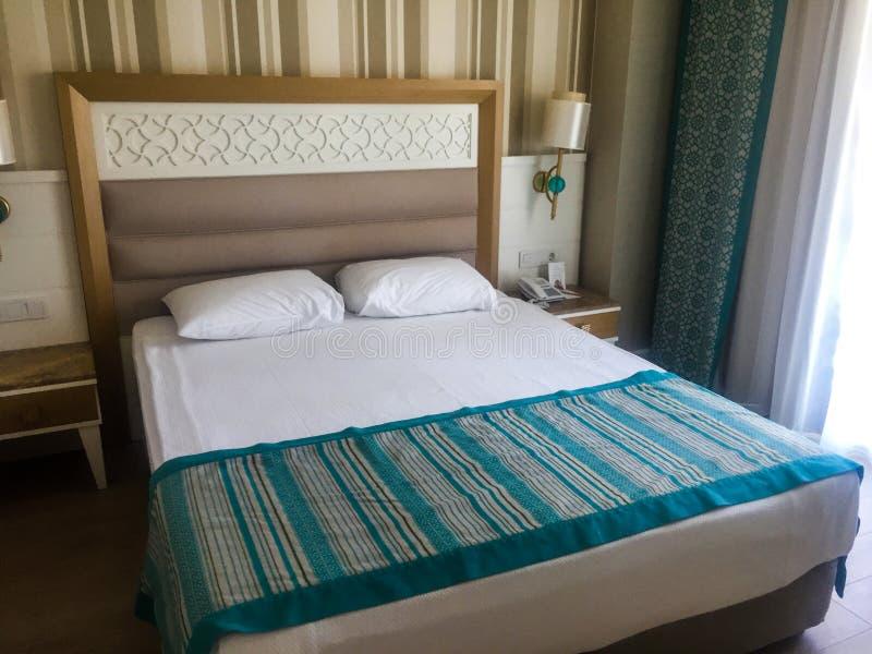 Innenraum eines Hotelschlafzimmers stockfoto