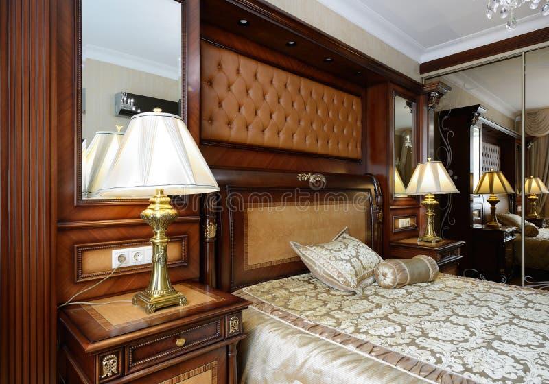Innenraum eines Luxusschlafzimmers lizenzfreies stockfoto