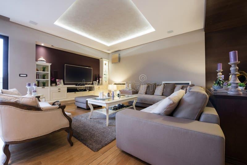 Innenraum eines Luxuswohnzimmers lizenzfreies stockbild