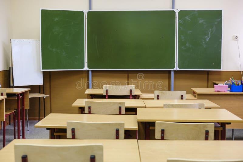 Innenraum eines modernen Schulklassenzimmers stockfoto