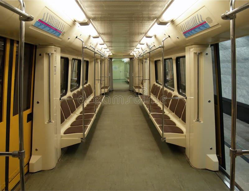 Innenraum eines modernen Untergrundbahnautos lizenzfreie stockbilder