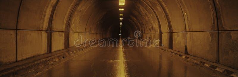 Innenraum eines Tunnels stockfotos