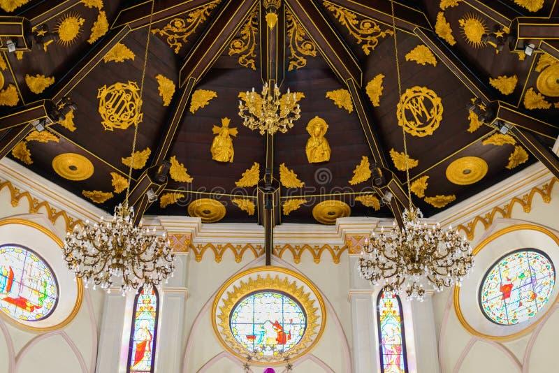 Innenraum Roman Catholic Churchs (die Geburt Christi unserer Dame C lizenzfreie stockfotografie