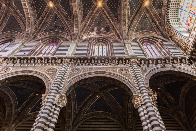 Innenraum Sienna Cathedrals lizenzfreie stockbilder