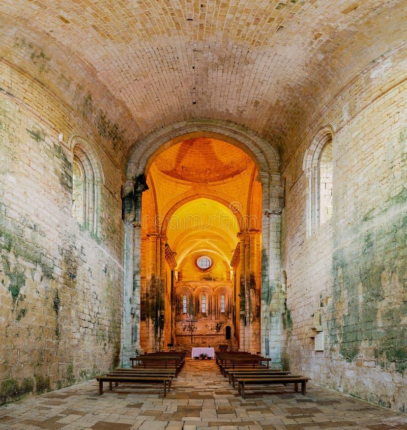 Innenraum und Detail der Abtei des Heiligen Amand de Coly im P lizenzfreies stockbild