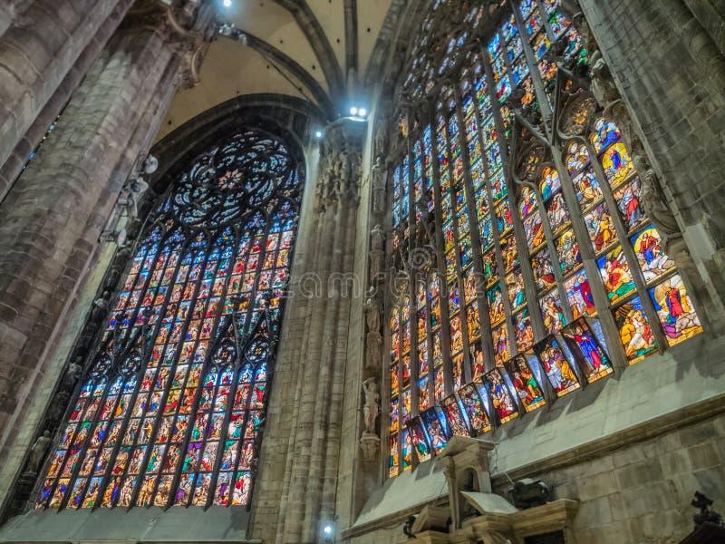 Innenraum vom Duomo in Mailand lizenzfreie stockfotos