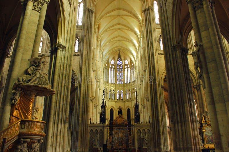 Innenraum von Amiens-` s Kathedrale lizenzfreie stockbilder