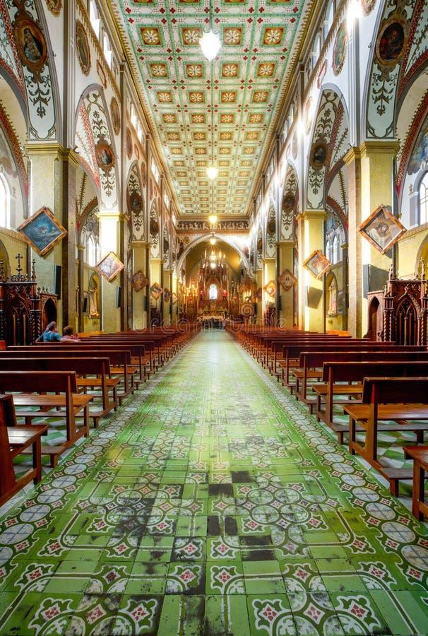 Innenraum von Basilica De Nuestra Senora Del Rosario stockfotos