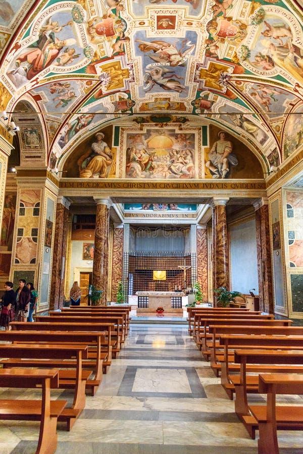 Innenraum von Chiesa-Di San Lorenzo in Palatio-Anzeige Heiligtümern Sanctorum in Rom Italien lizenzfreies stockfoto