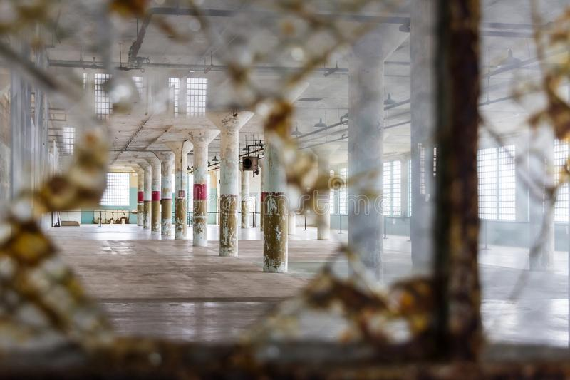 Innenraum von den neuen Industrien, die auf Alcatraz-Insel durch a errichten lizenzfreies stockbild