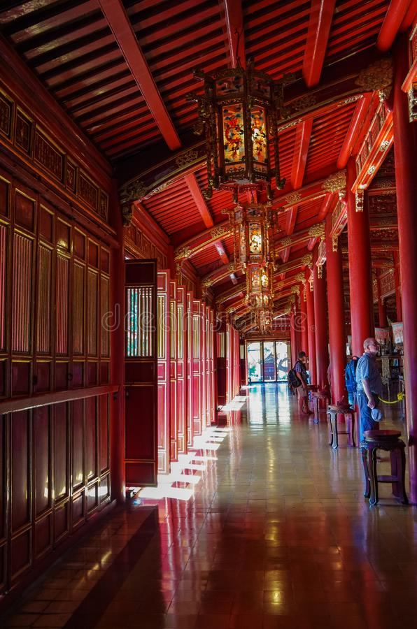 Innenraum von Hung To Mieu Temple der Auferstehung innerhalb der Zitadelle Hue Imperial City, Vietnam stockfoto