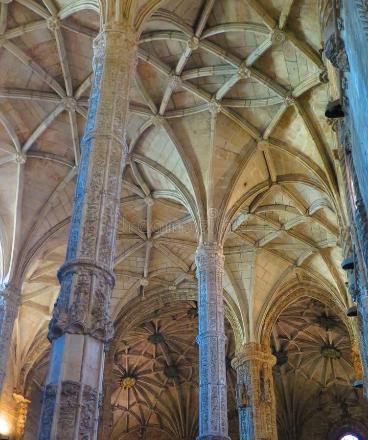 Innenraum von Jeronimos-Kloster in Lissabon, Portugal lizenzfreie stockfotos