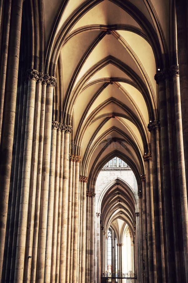 Innenraum von Köln-Kathedrale stockbild