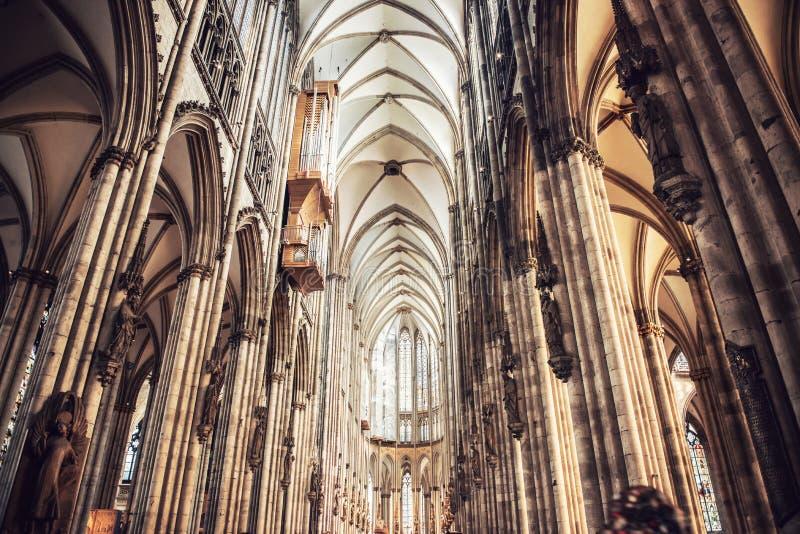 Innenraum von Köln-Kathedrale stockbilder